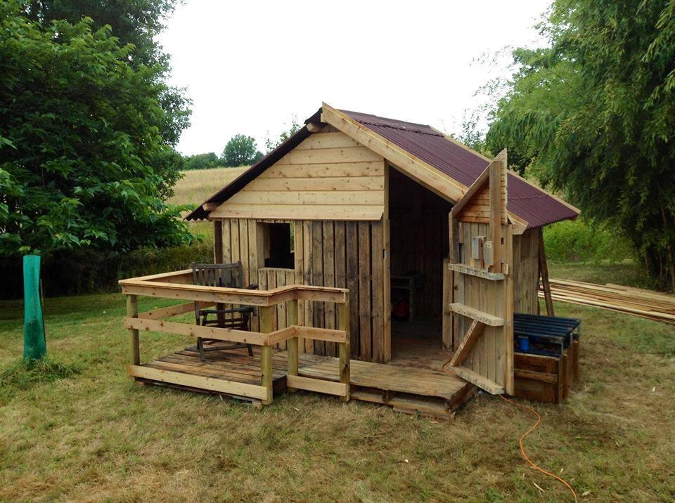 Pallets jorgenson companies employee builds dream fort for Companies who build houses